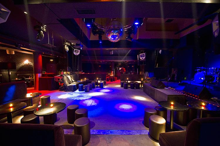 boites de nuit paris guide des clubs branch s de la capitale. Black Bedroom Furniture Sets. Home Design Ideas