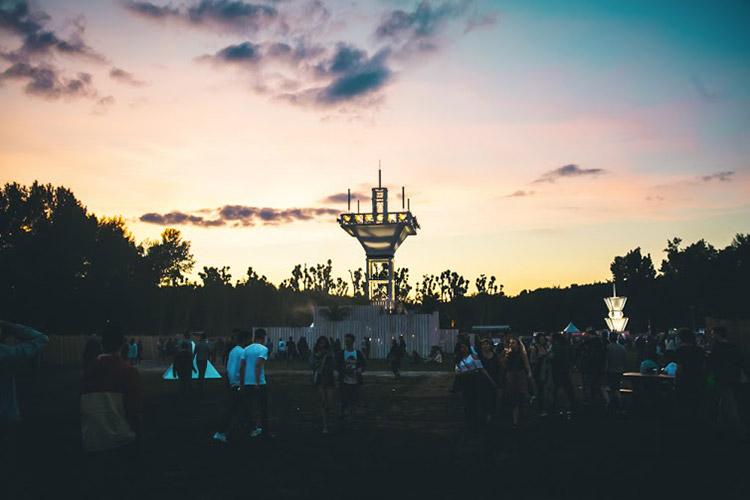 Petit retour sur le Dekmantel festival édition 2015, la foire techno la plus en vue d'Amsterdam.