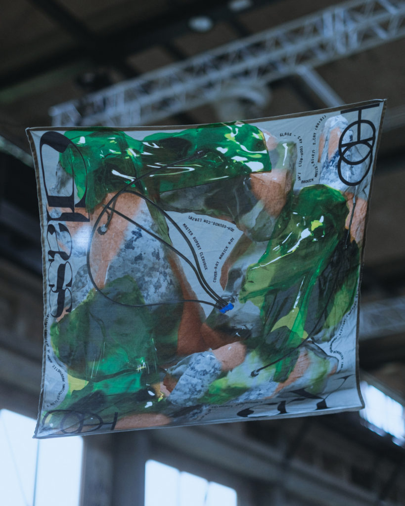Glass Adrien Melchior.